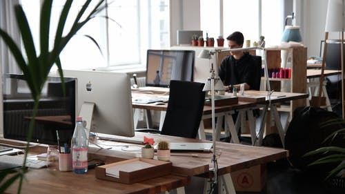Simple Ways to Decorate an Office Space